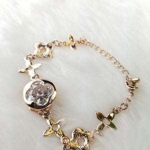 Bracelet Gold color with gorgeous Crystal